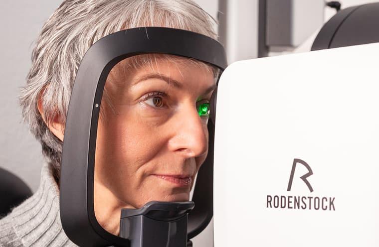 Augenprüfung beim Optiker