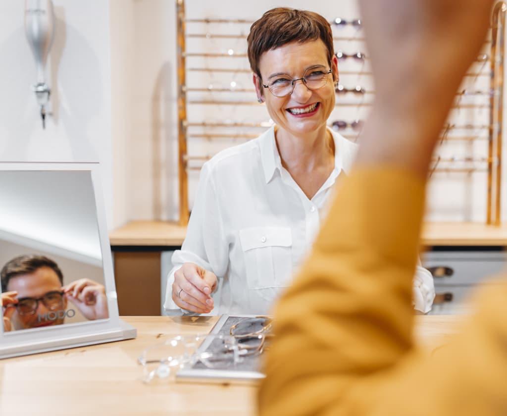 Optikerin mit Auszeichnung als Rodenstock Gleitsicht-Experten