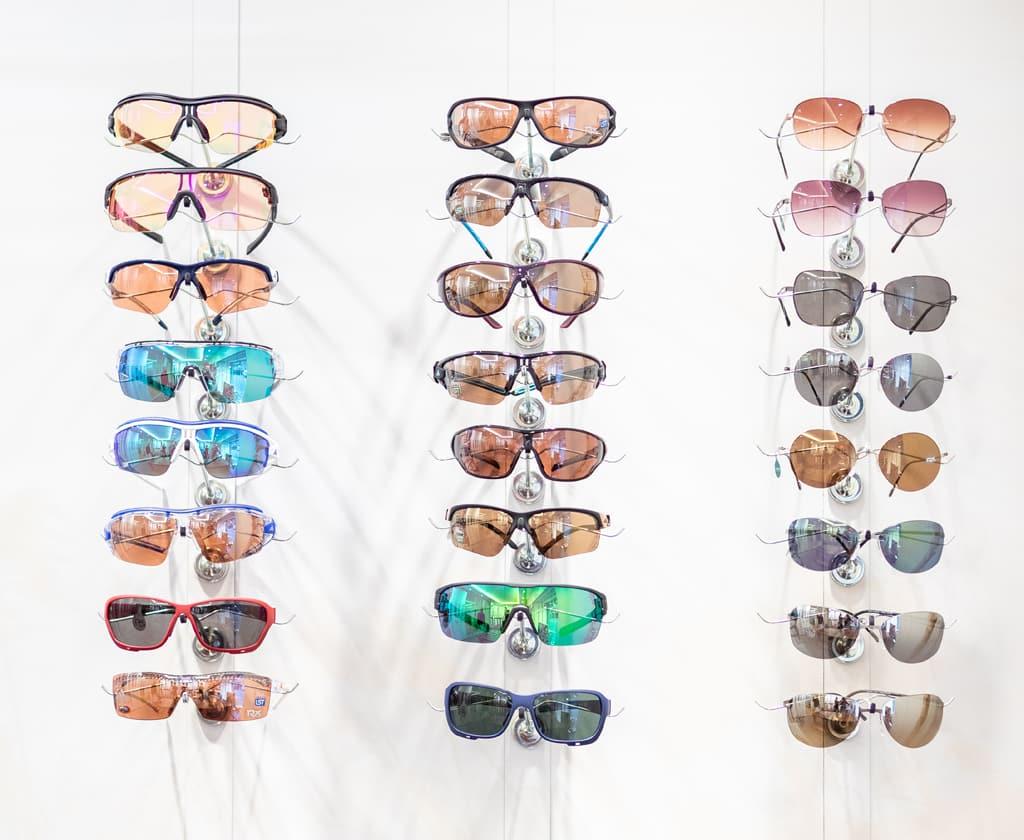 Sport- und Sonnenbrillen mit polarisierenden Gläser