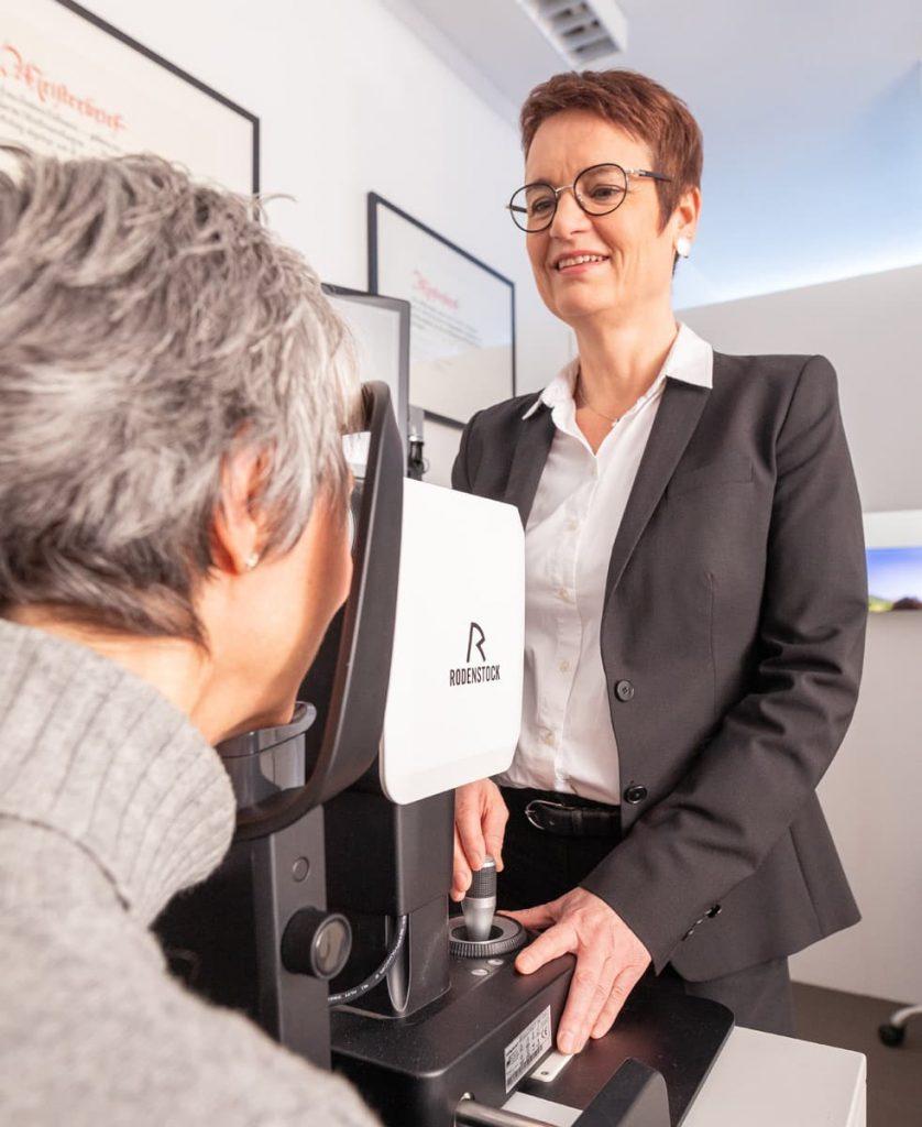 Sehtest und Augenprüfung beim Optiker