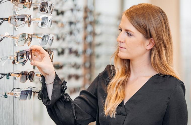 Sonnenbrillen beim Optiker